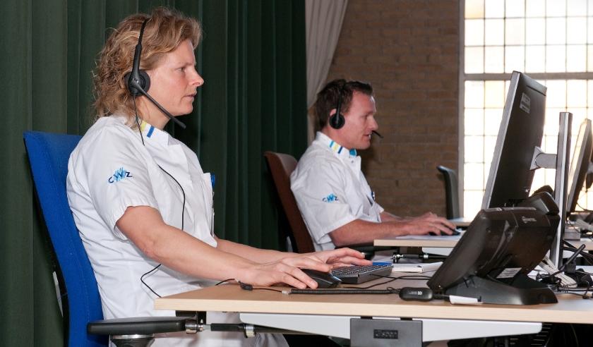 Twee CWZ-artsen in het medisch team dat de gegevens beoordeelt en reageert naar gebruikers van de coronacheck.