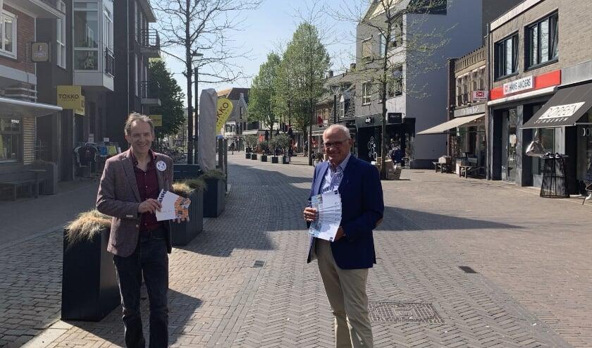 <p>Wethouder Stan van der Heijden en Luud Raaijmakers, voorzitter Centrummanagement, in betere tijden.</p>