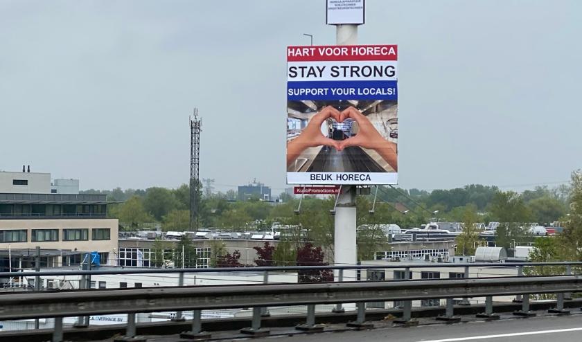 De reclamemast staat langs de N230, tussen de A2 en A27, ter hoogte van Lage Weide. Eigen foto