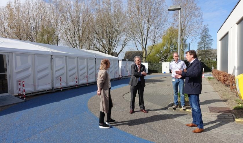 Burgemeester René Verhulst bezoekt de huisartsenpost.