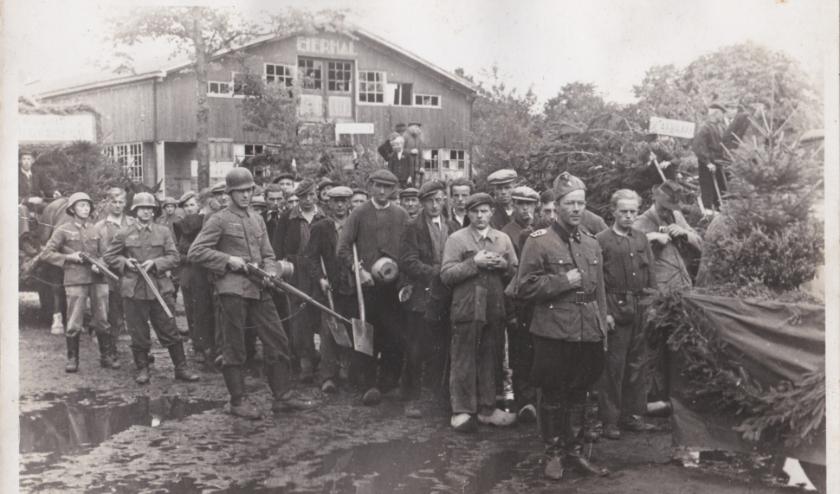 De allegorische optocht in Epe op 31 augustus en 1 september 1945. (foto: Ampt Epe)