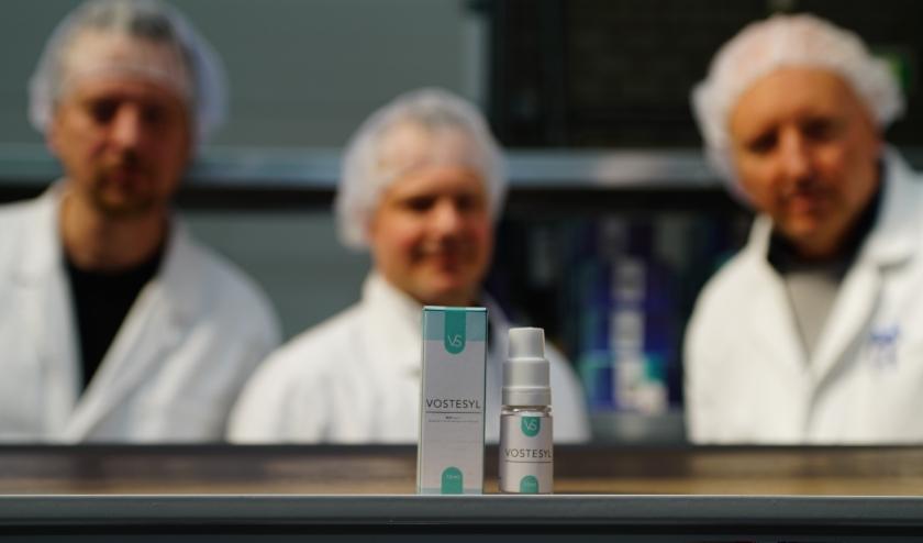 De mannen van Vossensteyn Biochemicals kunnen niet wachten om Vostesyl op de markt te brengen. Foto: Robbert Roos