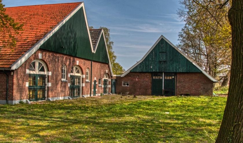 De 'nieuwe' oude boerderij van de Nije Stichting moet flink opgeknapt worden. (Foto: Hans Krabbenbos)