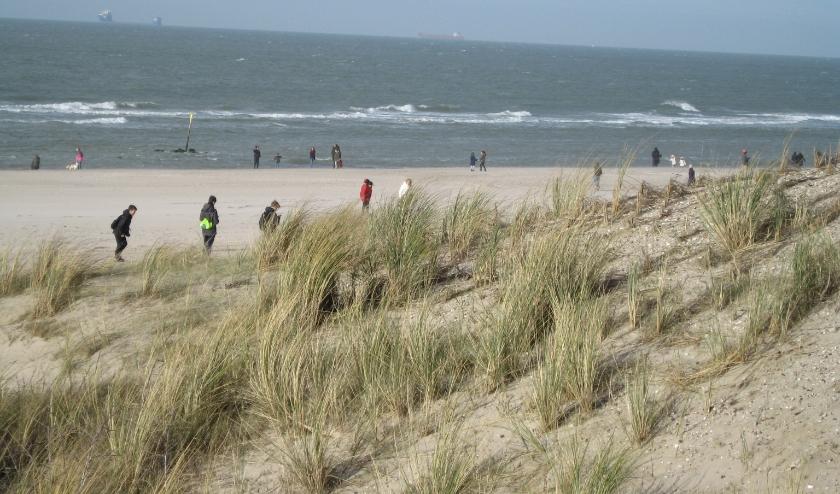 De parkeerplaatsen bij de stranden gaan dicht. Zo wil de Veiligheidsregio Haaglanden voorkomen dat de stranden dit weekend worden overspoeld door mensen die er ondanks alle maatregelen toch op uit trekken.