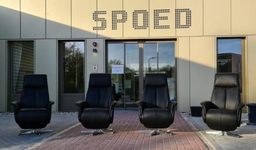 De relaxstoelen van Prominent worden afgeleverd bij de ziekenhuizen. (Foto: Prominent)