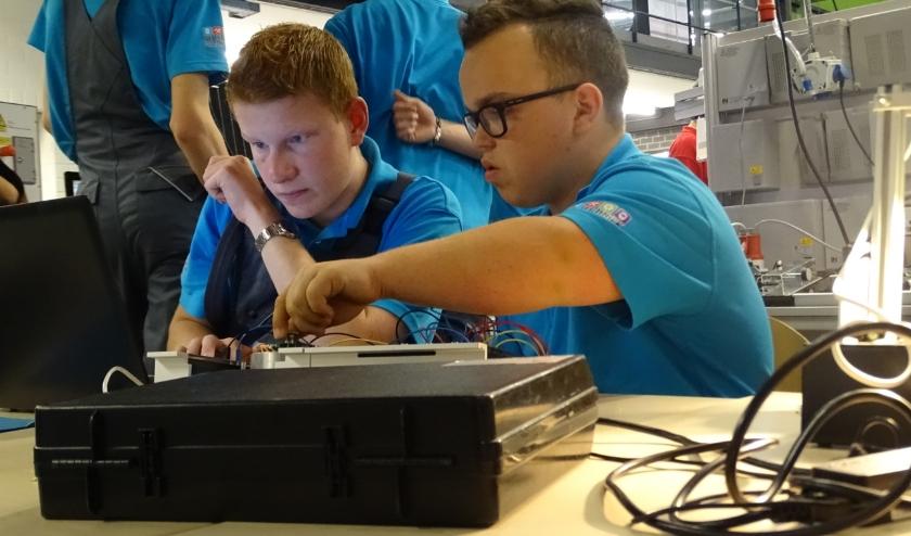 Studenten aan het werk bij De Techniek Academie. (foto: De Techniek Academie)