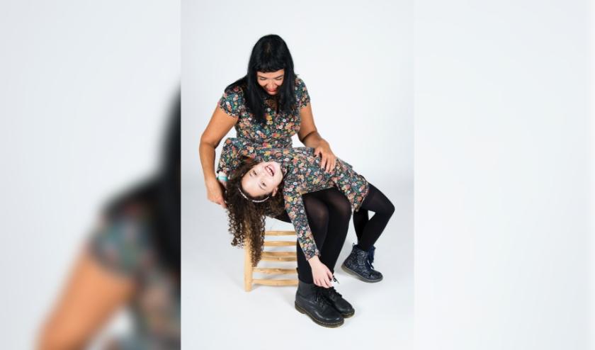 Eva Halima en LizaLiv. LizaLiv droomt van sneeuw, Eva van een wereld zonder lijden. (Foto: Diana Kap)