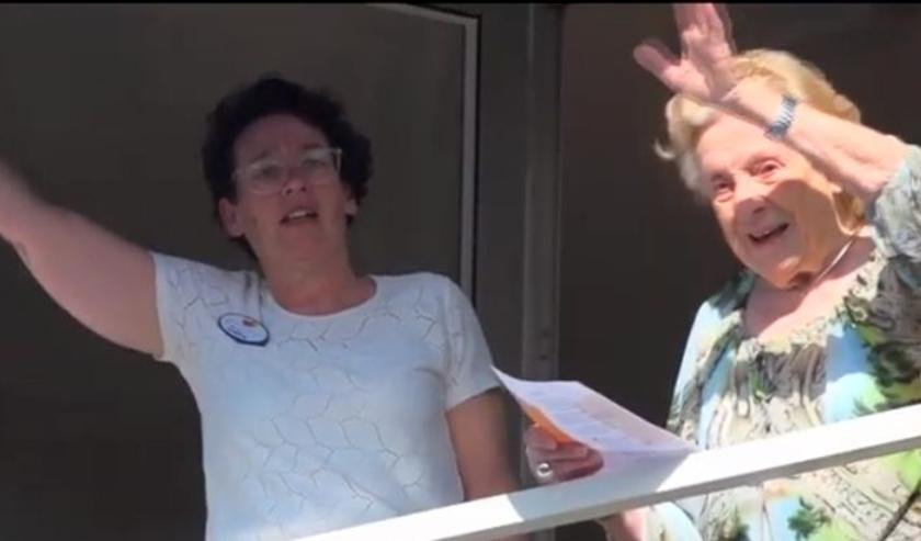 Bewoners en personeel reageerden enthousiast op de vertolking van het Innoforte-lied.