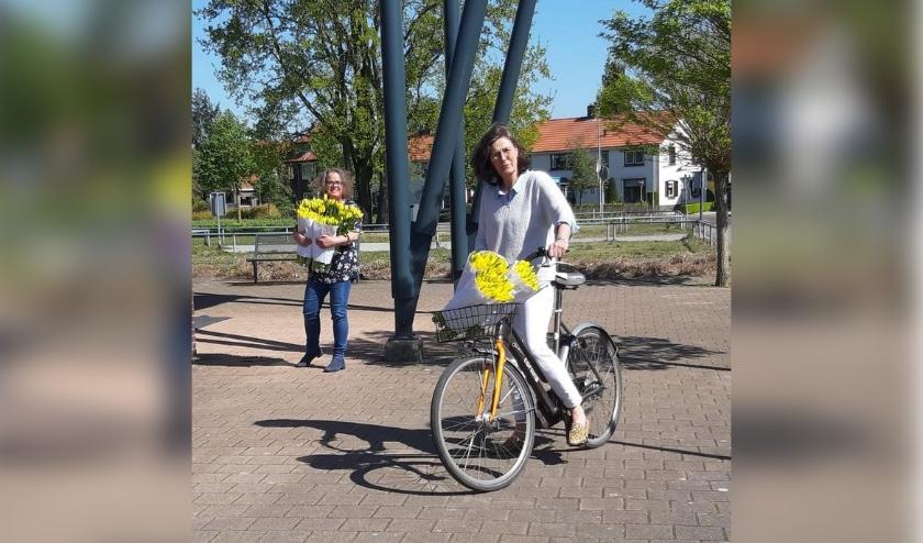 Monique Zuidwijk van Alzheimer NL afdeling Oost Veluwe en Ellen Snijder van het Geheugensteunpunt Hattem (SWH).