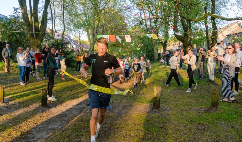 Ruben Coljee liep 60 kilometer om zijn huis voor het Rode Kruis.