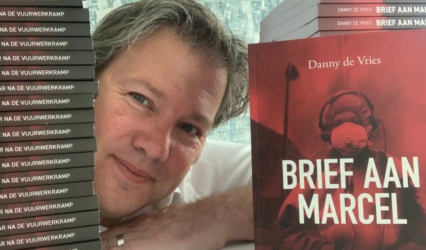 Danny de Vries heeft een boek over de vuurwerkramp geschreven: 'Brief aan Marcel'. (eigen foto)