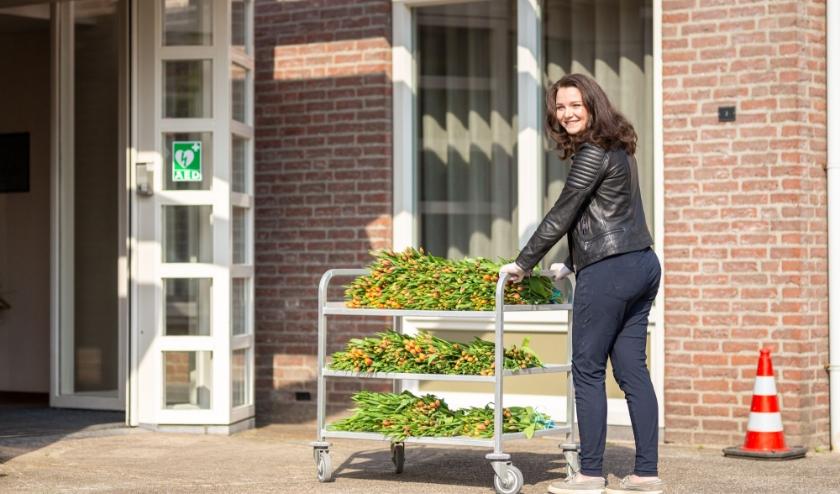 Het uitgangspunt van het vrijwilligersinitiatief gewoonmensen.nl is om met kleine hulp een grote glimlach op het gezicht bij mensen te toveren. (Foto: Rien Boonstoppel Fotografie).