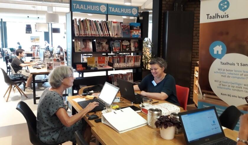 <p>Bij het Taalhuis zitten deskundigen klaar om je te helpen met leren lezen en schrijven. Meer informatie staat op de website taalhuismb.nl.&nbsp;</p>