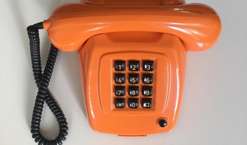 oranje telefoon