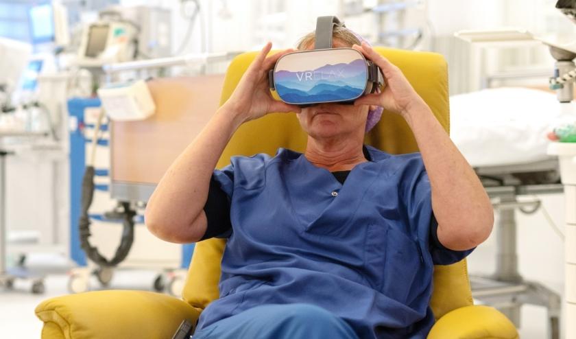 Op de VR-brillen staat een speciaal stressreductieprogramma.