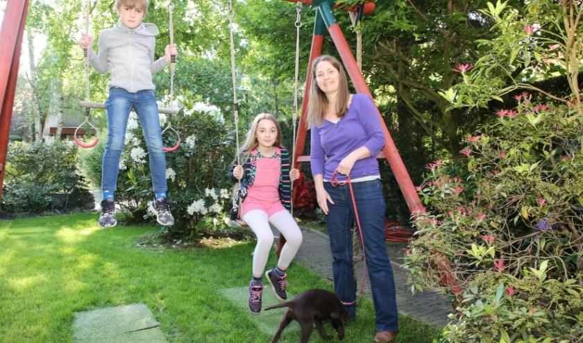 V.l.n.r. Jonathan, Stella, Mirjam en puppy Marlie.