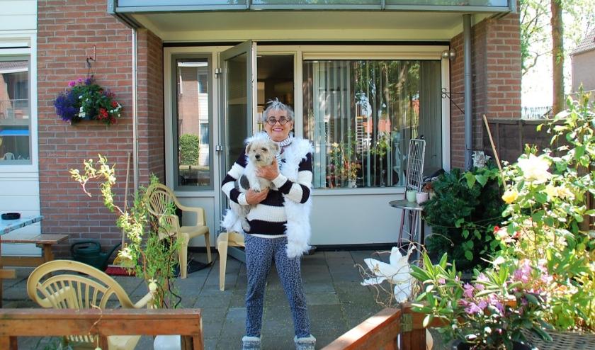 Marijke heeft voor Ludo al onderdak gevonden. Ze wil nog graag een openbare verkoop van haar spullen aan de Agnes van Cleefstraat 30.