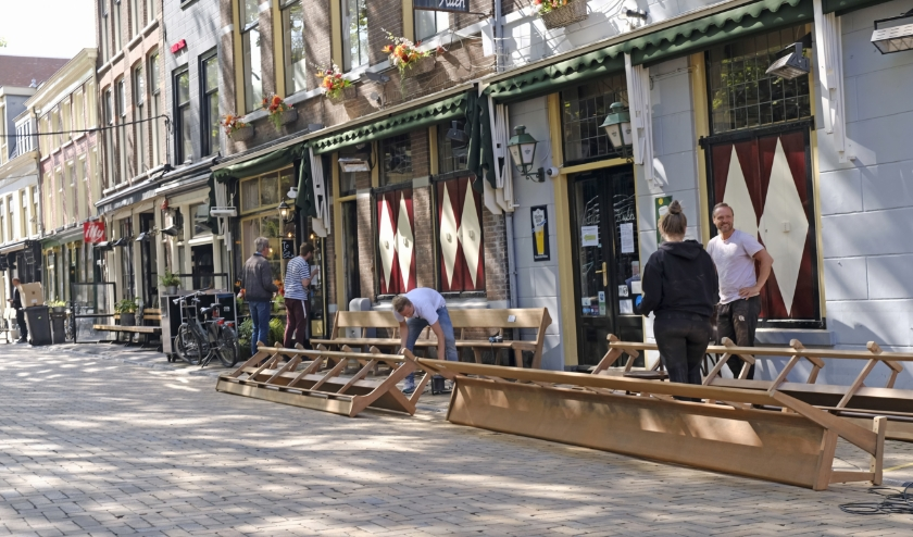 De voorbereidingen van het heropenen van de terrassen zijn in volle gang.
