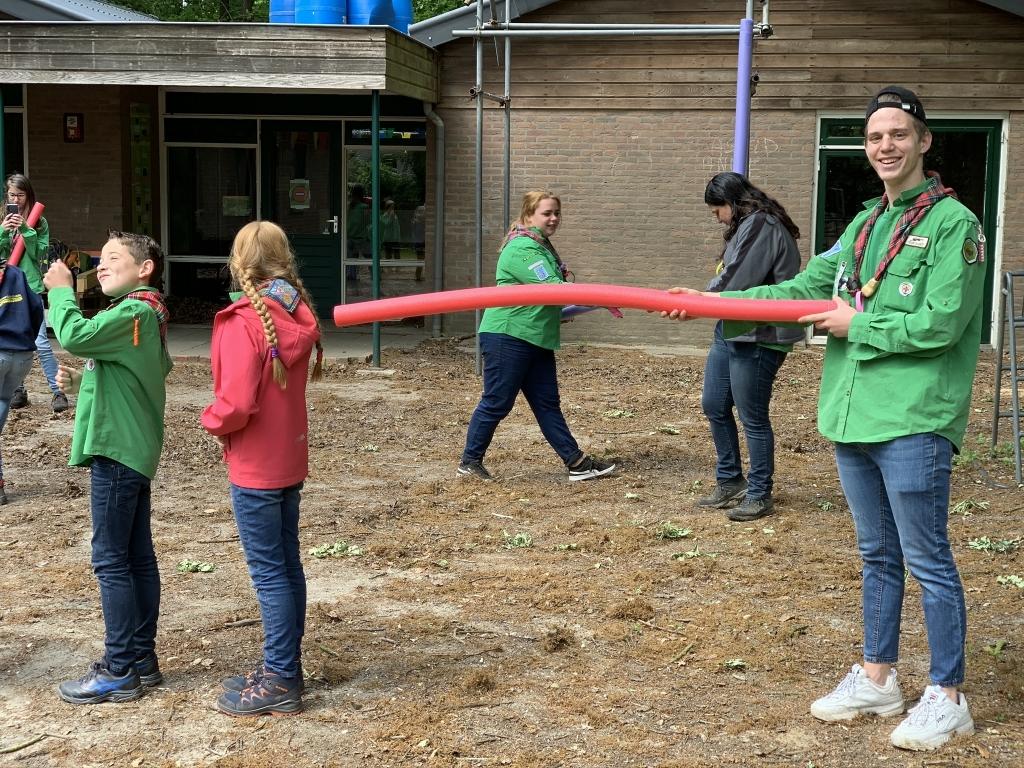 Leiding houdt 1,5 meter afstand Foto: Scouting Rhenen © DPG Media