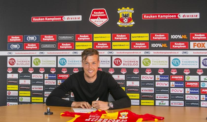 Jeroen Veldmate is ook volgend seizoen te bewonderen aan de Vetkampstraat. De aanvoerder heeft zijn contact verlengd met één seizoen. (Foto: Erik Pasman)