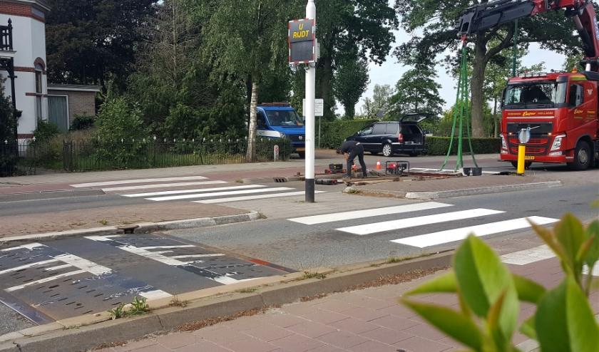 Deze drempel aan de Herenstraat in Rhenen zal geen overlast meer bezorgen. (Foto: Max Timons)