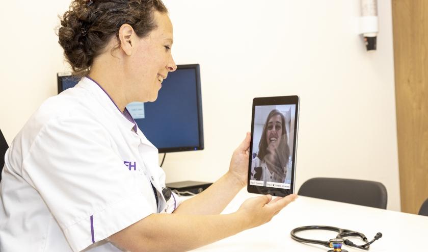 De Spoedeisende Hulp (SEH) van Máxima MC werkt sinds kort met tablets om te communiceren met patiënten. FOTO: MMC.