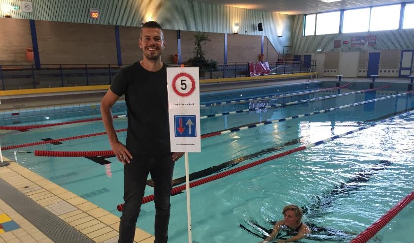 Coördinator zwemzaken Harold Guljé hanteert met het team van De Sypel een protocol zodat het zwembad weer open kan. Foto Marco Jansen