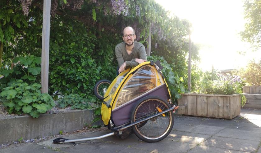 De facebookoproep van Jeroen Lobregt leverde deze fietskar op. Hiermee kan Cello-cliënte Marieke voortaan zelf haar voedselpakket ophalen.