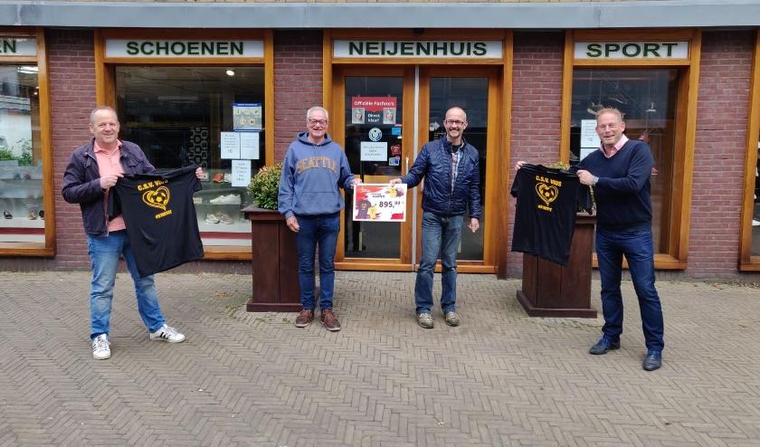 Van links af Jan Tijs Heideveld, Gerard van Gurp (voorzitter Vios), Harold Neijenhuis en Taco Hoppener.