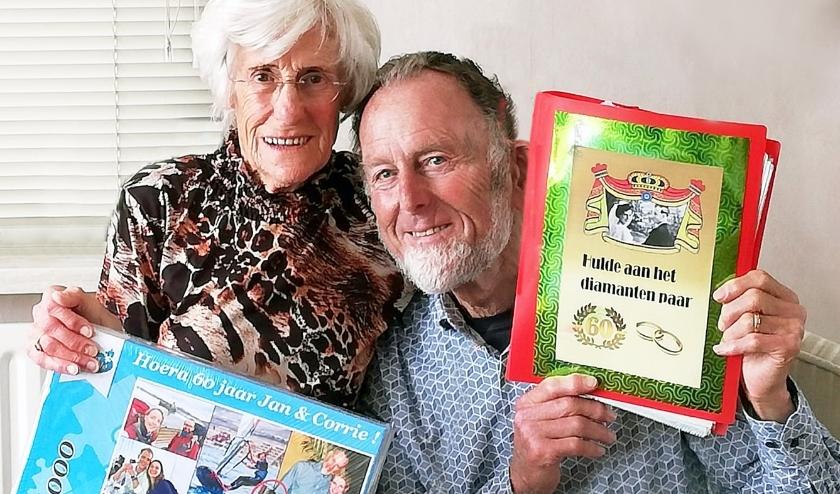 De trouwdag van Jan en Corrie uit Vleuten werd tóch nog feestelijk. Foto: M. van de Burgt