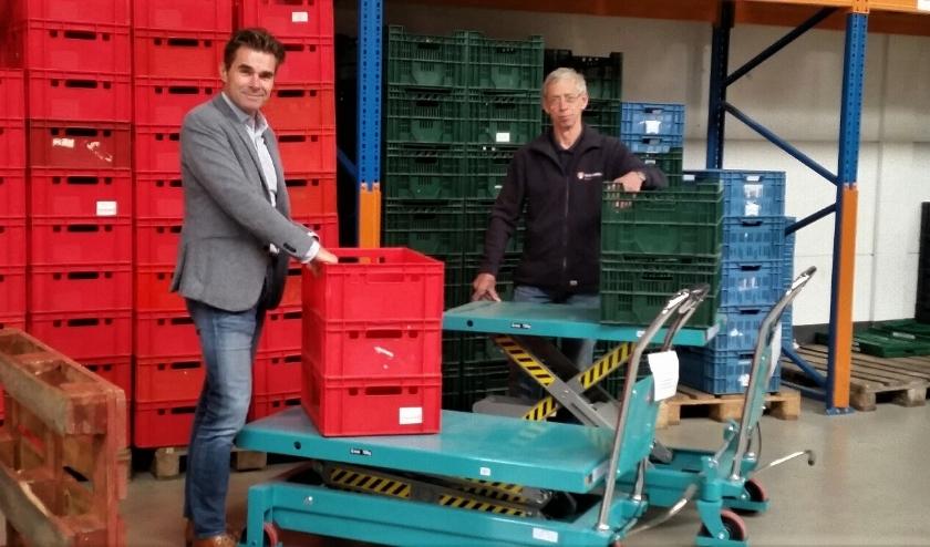 Coen Jager van Lionsclub Deventer en Ruud Zondag van de voedselbank