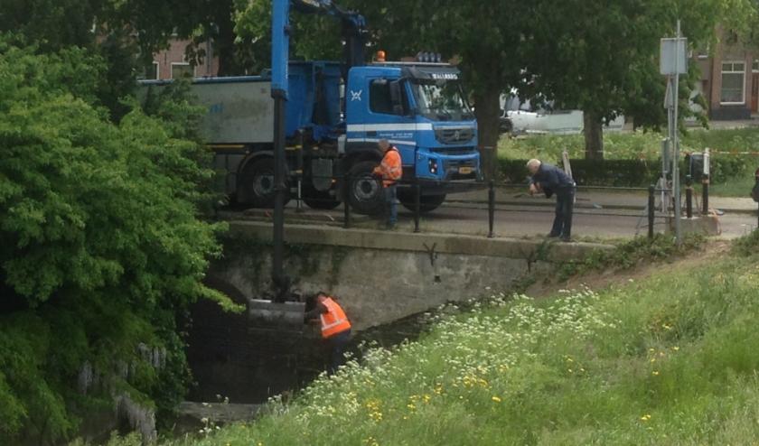 De brug bij de Muurtjes in Culemborg was aan nieuw metselwerk toe, doordat het vele verkeer veel vergt van de brug.