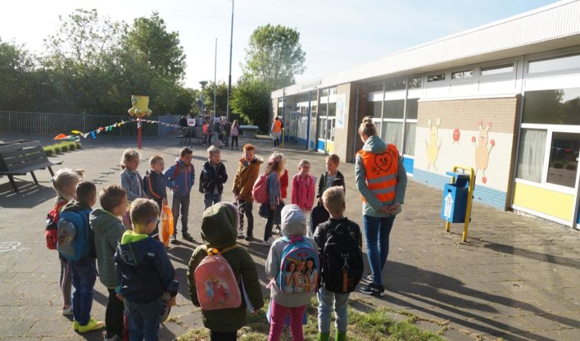 De leerlingen zijn, na acht weken, weer van harte welkom op D.W. van Dam van Brakelschool. Maar niet allemaal tegelijk.
