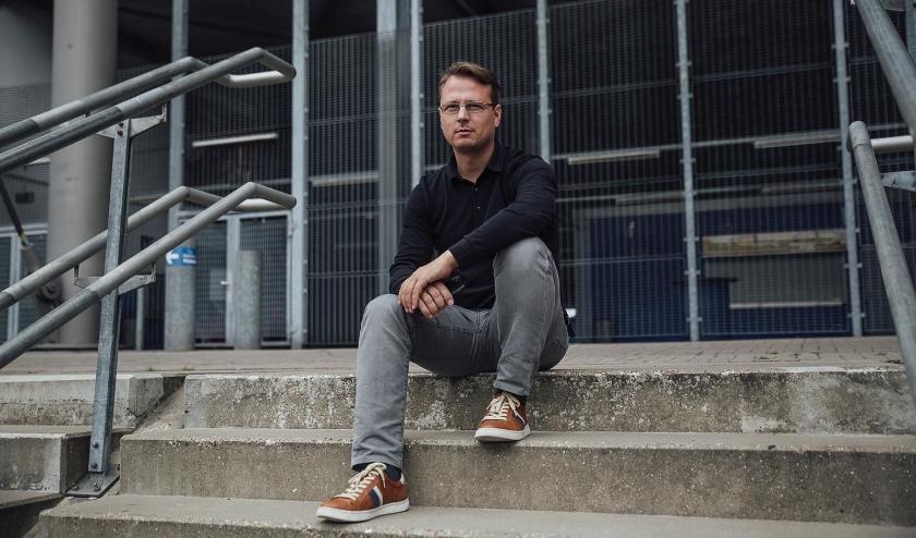 Technisch directeur Johannes Spors van Vitesse zoekt een nieuwe hoofdcoach. Voor interim-coach Edward Sturing heeft hij een andere functie binnen de club in gedachten.