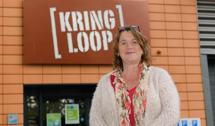 Riet Lenting van de Kringloopwinkel Zeist aan de Johannes Postlaan.
