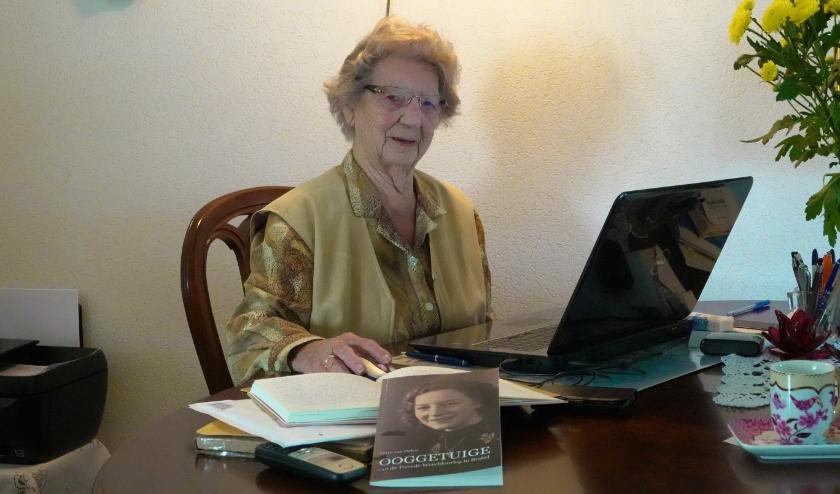 Dirre van Dalen schreef haar herinneringen aan de Tweede Wereldoorlog op. Waar het boek verkrijgbaar is, is nog niet bekend.