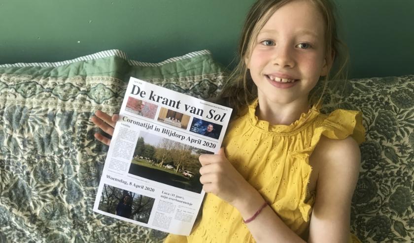 Sol en haar krant. De vormgeving werd gedaan door David Gieling, de schoonzoon van Sol's buurman die columnist is bij dagblad Trouw.