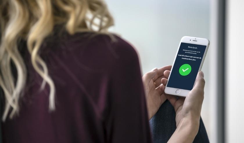 Via een website kunnen horeca-ondernemers en uitoefenaars van contactberoepen de gezondheidscheck privé op de eigen telefoon van de klant laten doen. (Foto: PR)