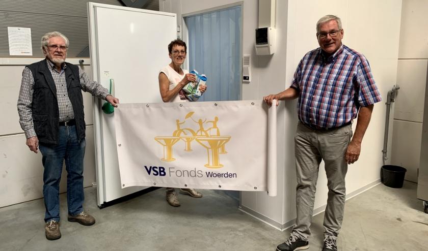 Bestuursleden Ben  Gussinklo, Lineke Brillemans en Henk Woertman. Foto: Voedselbank Woerden