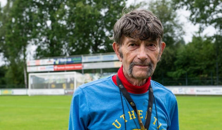 """Arend Vinke mist zijn grote hobby tijdens deze coronacrisis. """"Zonder de verslaggeving van voetbalwedstrijden is er niets aan in het leven."""""""