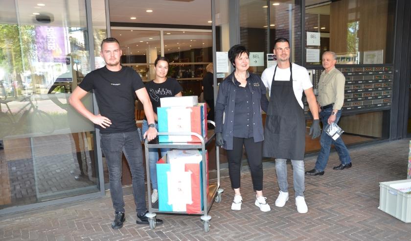 Patrizia en Vittorio leverden twee volle dozen met ijsjes af bij Nazareth en Kanidas.