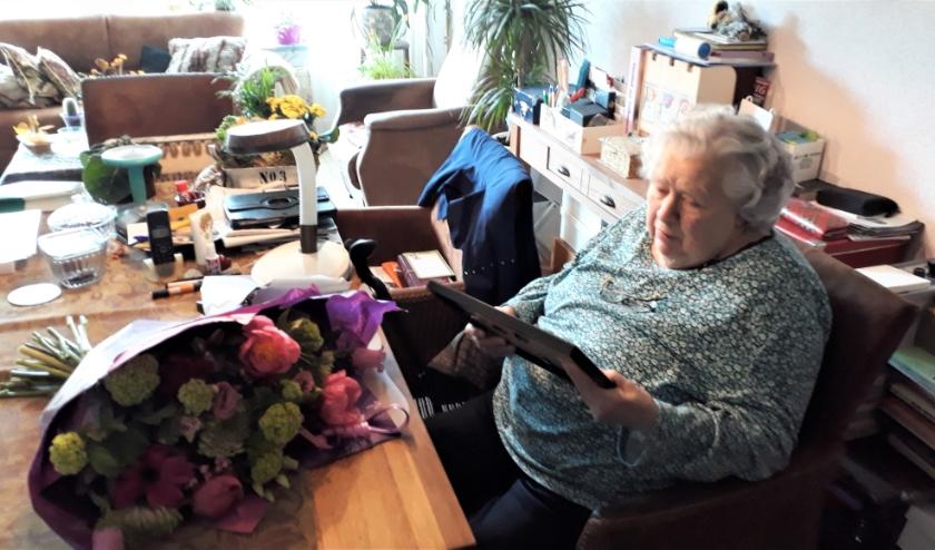 Toos Louwers- Loijen staat dag en nacht klaar voor haar ouderenorganisatie, het KBO. FOTO: KBO.