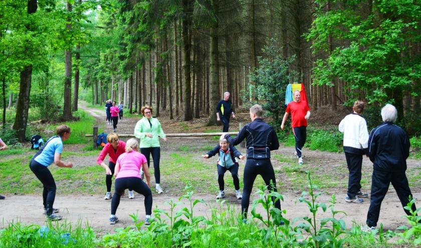 Buigen en lopen als training in ZomerFit skivereniging
