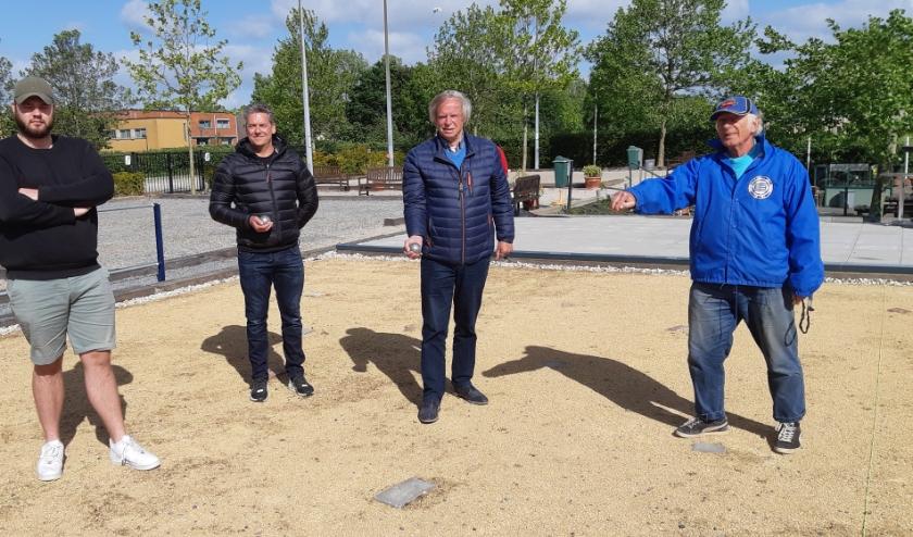 De leden van de Rijswijkse Petanque Club Aba zijn blij dat ze weer aan de bak kunnen.