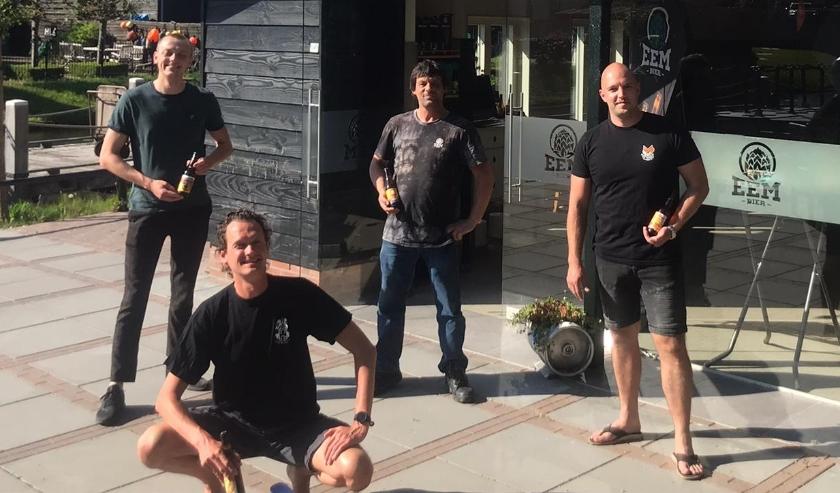 De deelnemende brouwers aan de eerste 'Beer Drive Thru' in Elburg.