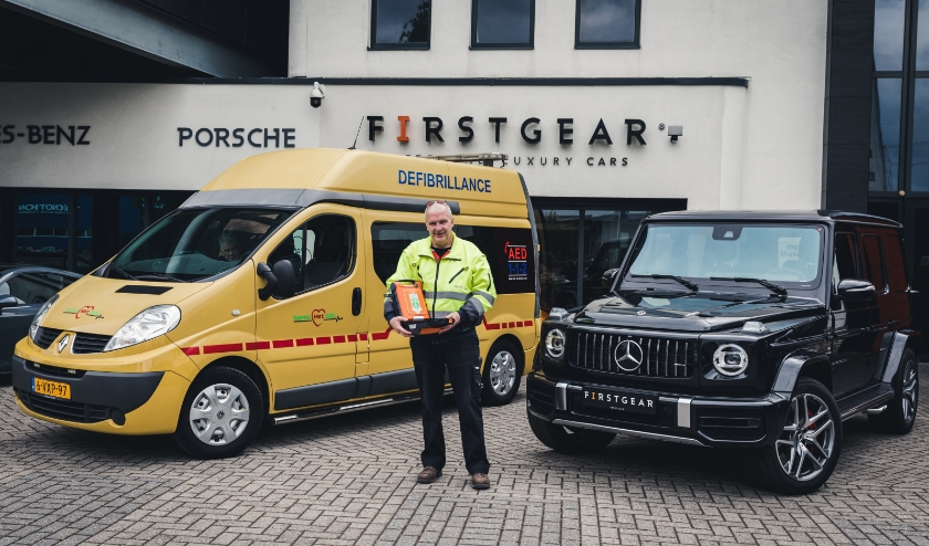 Stichting Twente Hart Safe op bezoek bij Firstgear Cars te Almelo.