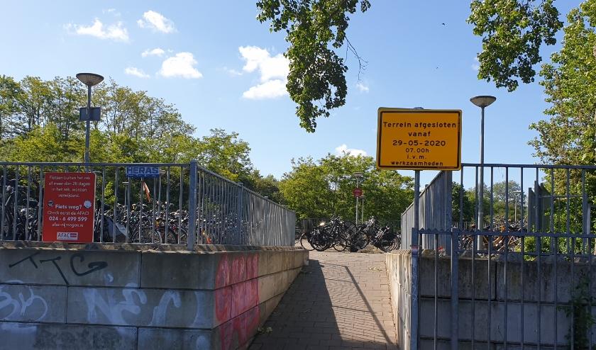 De fietsenstalling aan de Tunnelweg gaat tijdelijk dicht.