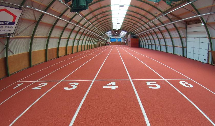 nieuwe vloer met belijning in de Ilion atletenfabriek (foto Kees Franken)