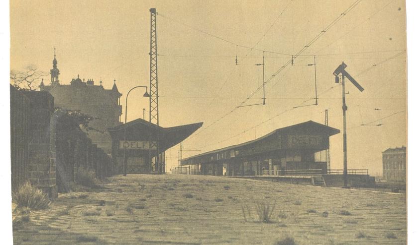 Een leeg Delfts station in de oorlog.