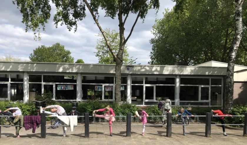 Balletles op het schoolplein. Foto: Annelies Sturkenboom